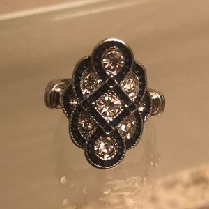 Jewelry - 🆕 Vintage Style Silver Toned Cocktail Ring